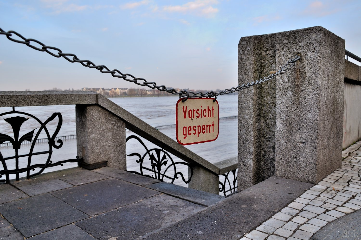 A barrier chain with a warning sign is to keep people away from a Rhine-flooded area in Düsseldorf.