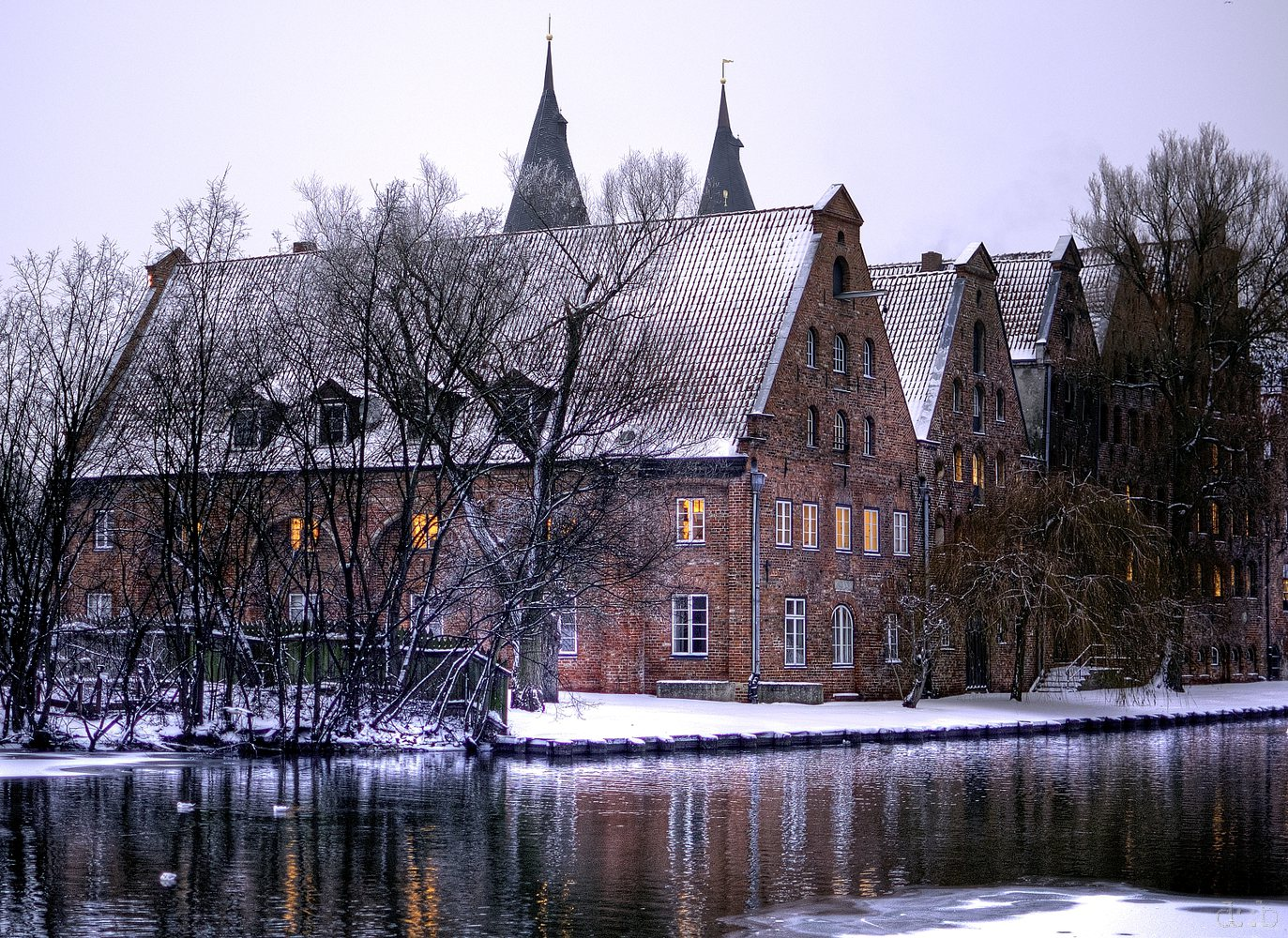 Snowed houses on the banks of the Trave in Lübeck.