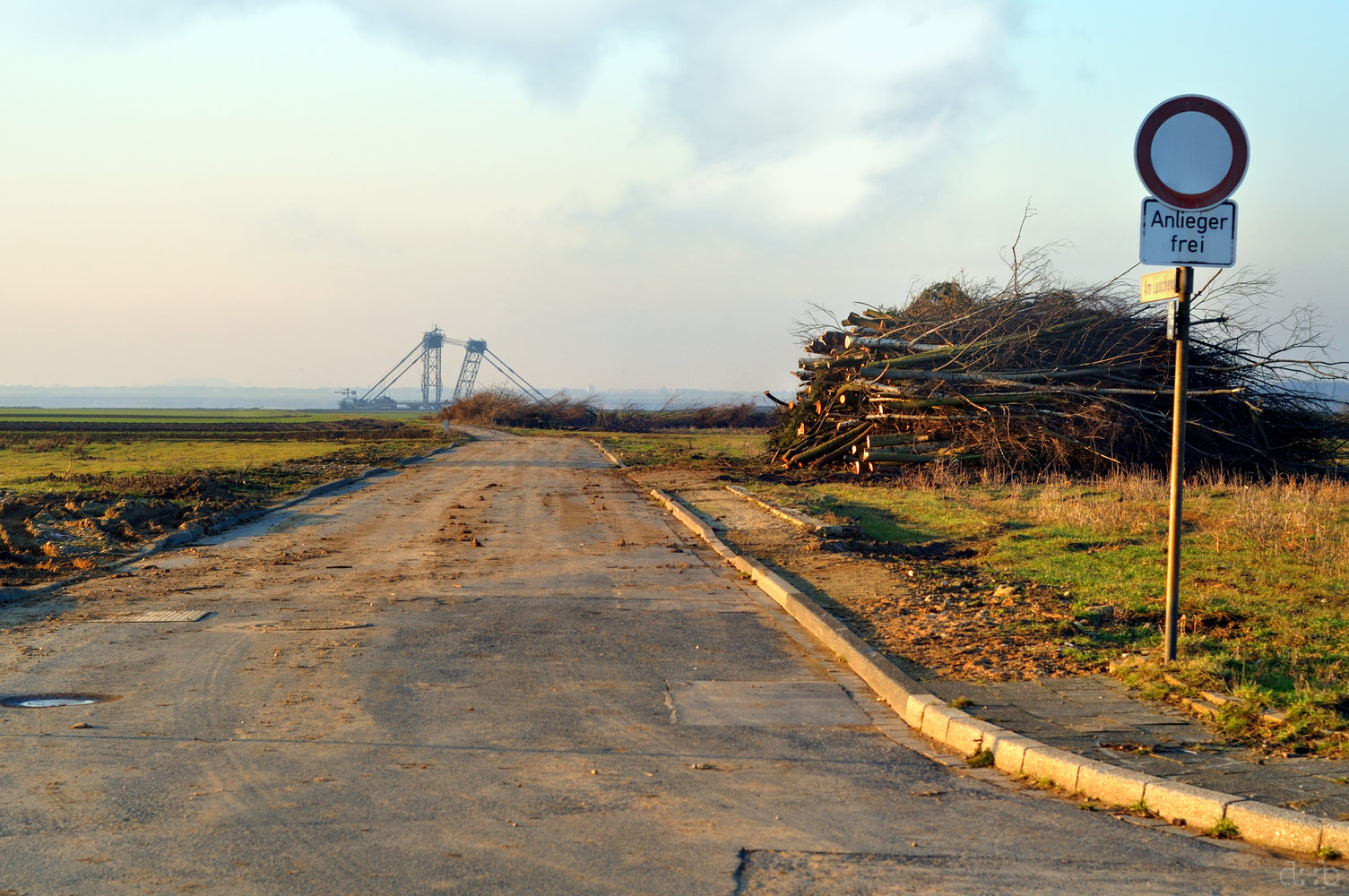 A road, formerly guarded with houses, now leads straight into the lignite mine
