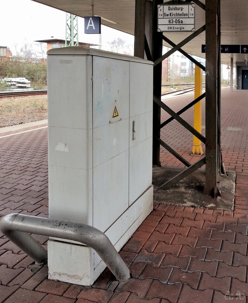 An electricity hub on one of Duisburg central station's platforms.
