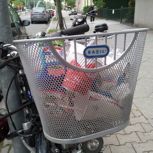 A bicycle basket helping to keep Berlin streets clean