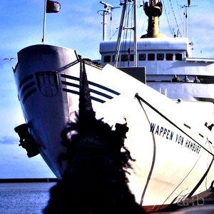 """Ferry """"Wappen von Hamburg"""" at Cuxhaven port."""