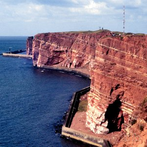 "Buntsandstein formation at Helgoland island, with the ""Lange Anna"" in the left background."