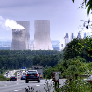 """RWE power site """"Westfalen"""", next to Hamm, with three gigantic cooling towers, seen from the Autobahn A2"""