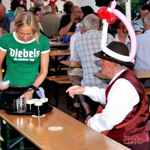 Rhineland Schützenkirmes: A fancy-dressed gentleman is being served fresh Altbier.