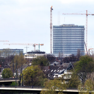 "The Vodafone Düsseldorf ""campus"" tower, now almost completed."
