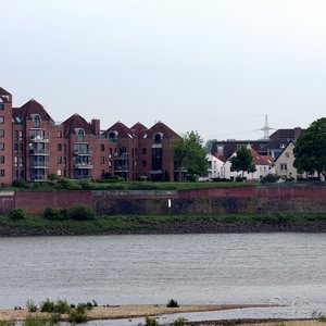 Neuss-Grimlinghausen, seen from the Düsseldorf side of the Rhine.