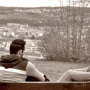 A resting place on the Wallberg monument provides a view over Pforzheim.