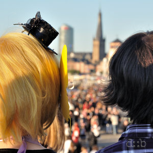 A young couple watching the crowd during Japanese Day in Düsseldorf.