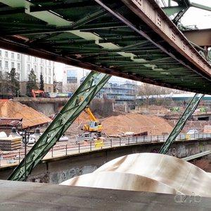 A platform of Wuppertal's Schwebebahn suspension monorail, next to Elberfeld central station