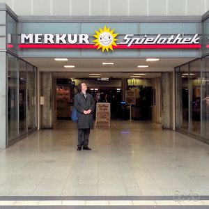 A small entrance to a spacy casino in Duisburg central station.