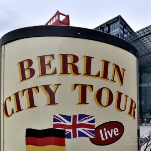 An advertisement invites to guided Berlin city tours