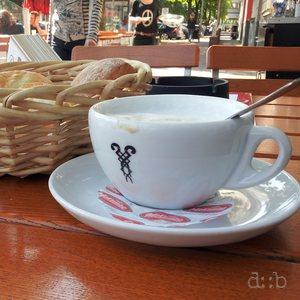 A café-au-lait summer breakfast in Düsseldorf's university quarter.